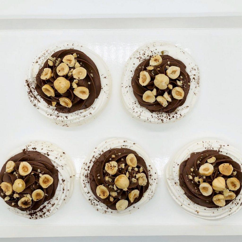 Mini-Pavlova cu ciocolată sau vanilie - la comanda cofetarie Bucuresti