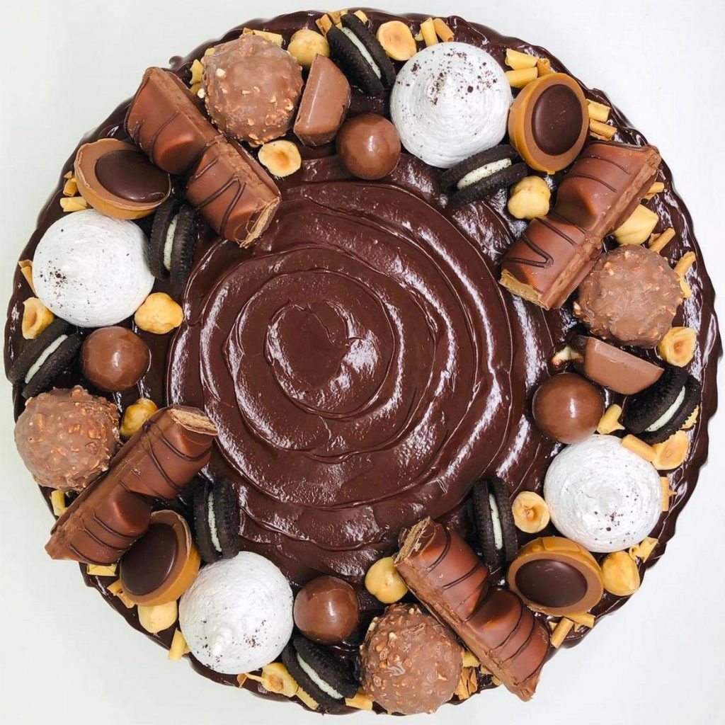 Tort Fererro Rocher – tort la comanda Bucuresti